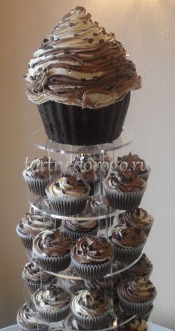 Торты с капкейками и мини пирожными # 8