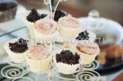 Торты с капкейками и мини пирожными # 24