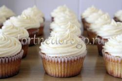 Торты с капкейками и мини пирожными # 30