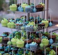 Торты с капкейками и мини пирожными # 27