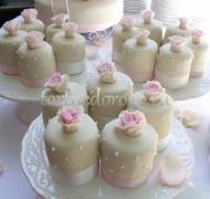 Торты с капкейками и мини пирожными # 22