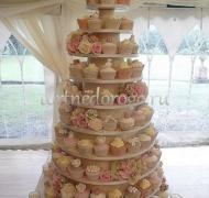 Торты с капкейками и мини пирожными # 23