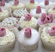 Торты с капкейками и мини пирожными # 15